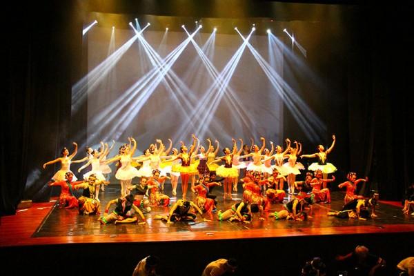 ciputra-hall-dance-festival-2014-5-oct-14648F5F87-0651-836F-08AB-A6DF04EB5F93.jpg